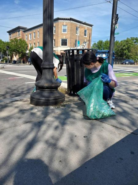 People in Porter Square - MBTA Clean up!画像